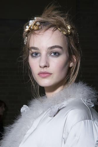Moda: #Accessori #capelli da #vera principessa moderna (link: http://ift.tt/2cIaC6E )