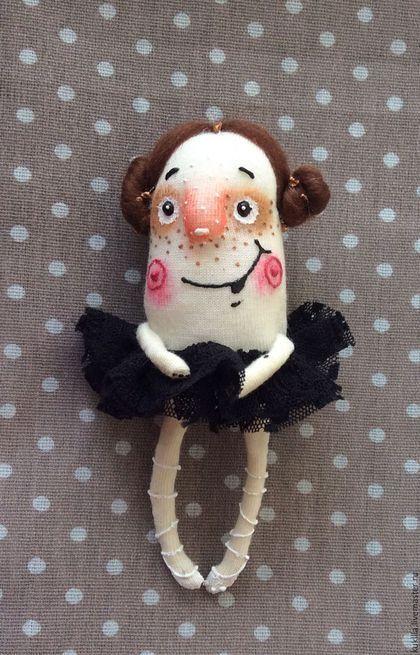 Человечки ручной работы. Балерина брошь.. Любовь Лаврентьева. Авторские куклы. Ярмарка Мастеров. Брошка из ткани, текстиль