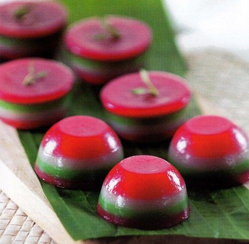 Resep Kue Basah Pepe Mangkuk Bahan:  - 250 ml santan, dari 2 butir kelapa - 12 lembar daun jeruk - 4 lembar daun pandan, ikat - 600 gram ...