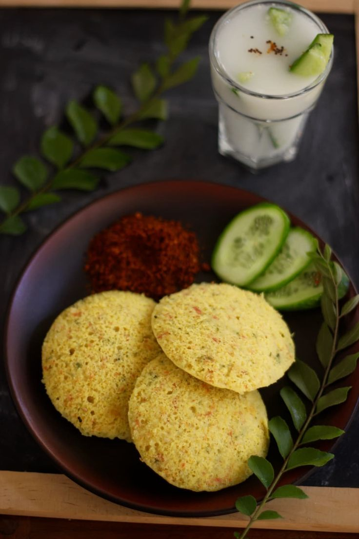 You will love this unique combination of ingredients in IDLI. A cucumber recipe that is perfect for the oncoming summer months {breakfast / kid lunchbox / light lunch} . Protein and fibre rich too!