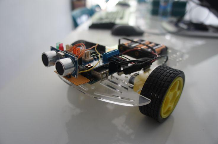 Quieres construir y programar tu propio robot que evita