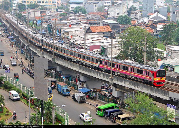RailPictures.Net Photo: KRL PT Kereta CommuterLine Jabodetabek Tokyu Series at Jayakarta, Indonesia by Ricki Dirjo