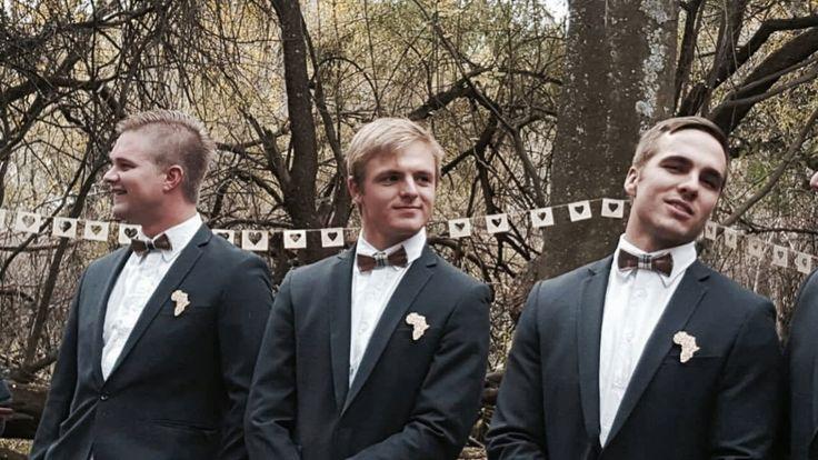 #wood #bowtie #navy #suit #groomsmen