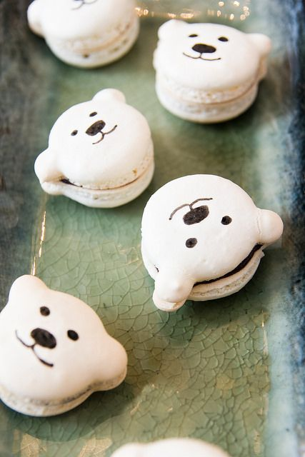 peppermint macarons with a ganache filling in cute polar bear shapes. Recipe on kokocooks.com