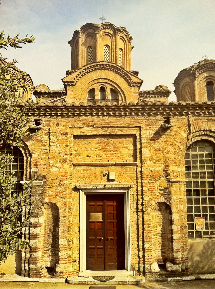 The beautiful Agioi Apostoloi church was built in 1314, exactly 700 years ago. (Walking Thessaloniki - Route 07, Western Wall)