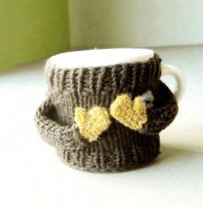 mug cozy: Knits Cups, Cups Cozy, Coff Mugs, Mugs Cozy, Cups Cosies, Coff Cups, Cozy Sweaters, Coffee Mugs, Cups Crochet