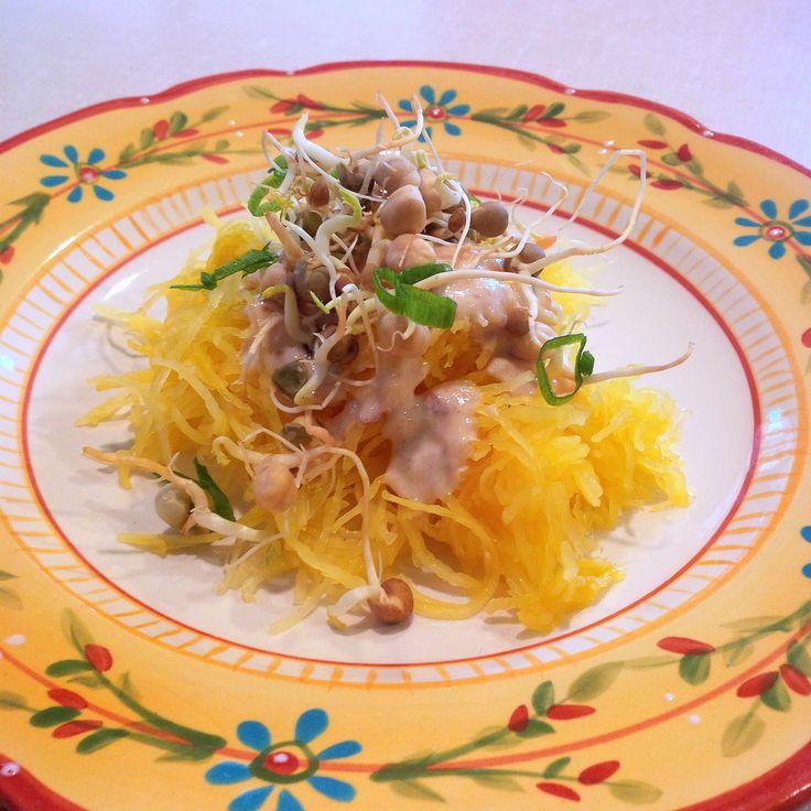 Delicious Lunch Idea Recipe - Délicieuse recette pour le midi. Spaghetti Squash Sprouted Beans Sauce: Tahini + Umeboshi + lemon juice + water Scallions // Courge spaghetti Fèves germées Sauce : tahini de sésame + prunes umeboshi fermentées + jus de citron + eau.  Oignons verts #vegan #végétalien #végétarien #vegetarian #glutenfree #sansgluten #ABCuisine