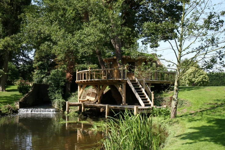 Amazing treehouse!!! www.richardfoxcroft.com