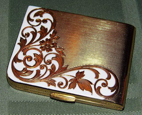 Vintage Elgin American Powder Compact, Goldtone with Floral Design.