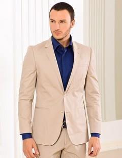 С какой рубашкой надеть белый пиджак мужчине