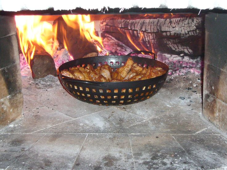Hot wings in the wood-fired oven