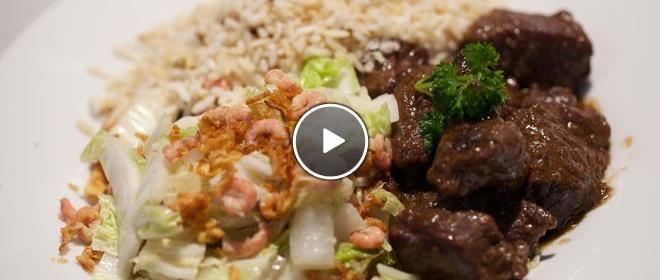 Dendeng terik (gekruid rundvlees met kokosmelk) & gebakken Chinese kool