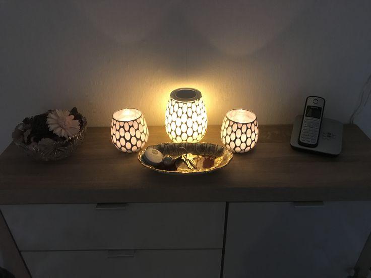 Wohlfühlatmosphäre schaffen mit individuellen Düften. Elektrische Duftlampe mit Wachsmelts für einen angenehmen Duft im ganzen Haus. Für die Extras Portion Wellness haben wir die Lampe an eine Zeitschaltuhr angeschlossen, sodass wir schon beim Heimkommen mit einem wunderbaren Duft und stimmungsvoller Beleuchtung begrüßt werden. (Werbe-Link)