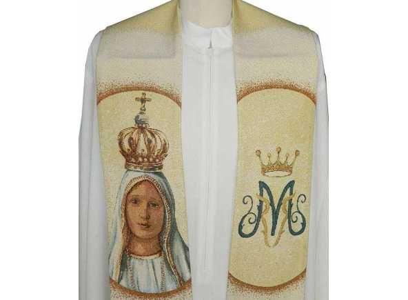 Estola mariana con Nuestra Señora de Fátima bordada. Estola de la Virgen de Fátima - Estolas para curas con bordados marianos - Estola litúrgica mariana con la Virgen de Fátima bordada. Ornamento para uso sacerdotal realizada en poliéster, viscosa y lurex. Estola para cura con 15 cm. por 278 cm. aprox. (1/4). #EstolaFatima #VirgendeFátima #Fatima #VirgendeFatimaenBrabander #OurLadyofFatima #FatimaStole