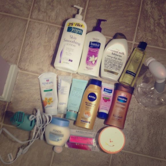 Like new beauty products bundle- Victoria's Secret warming foot scrub, ponds, Nivea sunless tanner, Vaseline cocoa butter, neutrogena body oil (reg 30), organix coconut milk hibiscus lotion, suave lavender vanilla, skin smoothing lotion by Jergens, body shop orange lotion, conair electric razor, battery operated facial exfoliater fekkai smoothing hair lotion