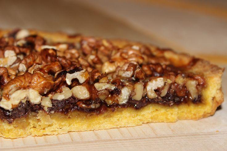 """Tante noci, tanto miele, tanto cioccolato e una croccante pasta frolla: questa è la """"Torta Bonissima"""", che è buonissima davvero! E' un dolce di indubbia origine medioevale che gen…"""