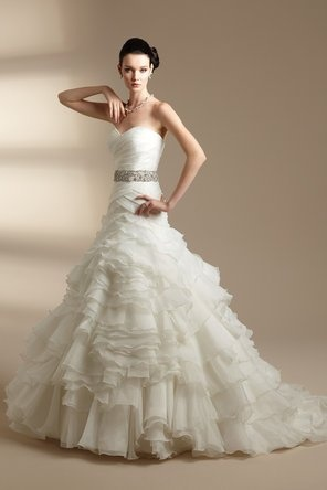 sweetheart wedding dress with ruffled skirt. This one is elegant and glamorous! Love the belt!