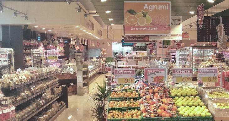 Simply apre oggi un nuovo supermercato in via Nazionale in località Bottega a Vallefoglia (PU).