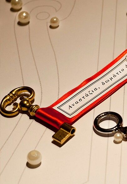 Key with placecard doubles as a party favour