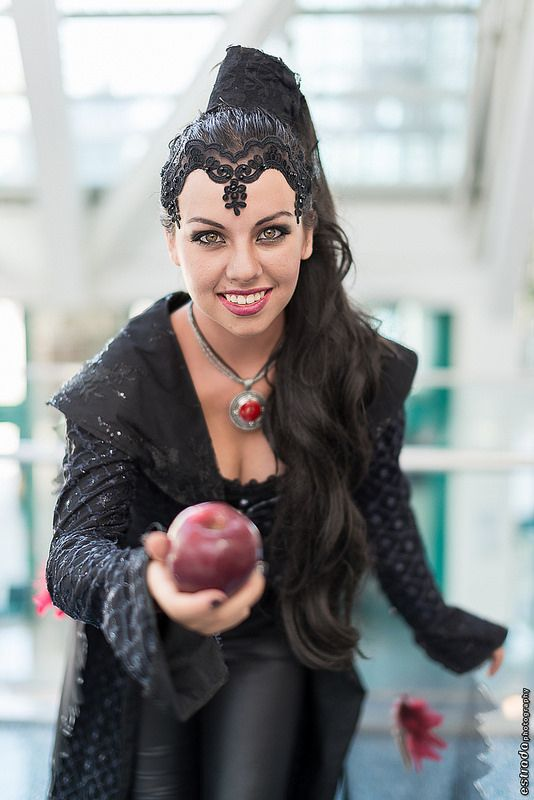 Evil Queen  (Once Upon a Time) at Anime Expo 2014