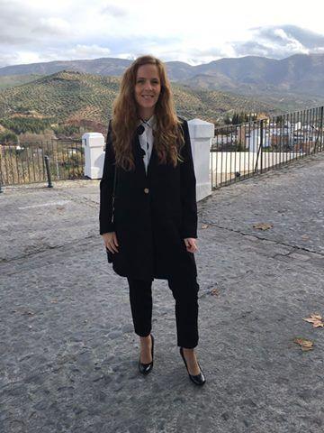 Un LOOK ideal de trabajo, para salir con amigas, para una tarde de shopping... Una de nuestras clientas VIP comparte con nosotros su outfit #colettemoda con abrigo y pantalón FRNCH de París, guapísima!!!  > http://www.colettemoda.com/producto/abrigo-negro-corte-masculino/