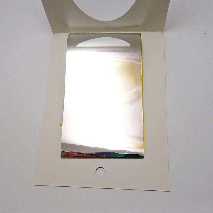 ⏺ Используя битое стекло можно сделать оригинальный дизайн ногтей, располагая куски небольших размеров в произвольном порядке. За счет чего создаётся поражающий воображение маникюр с игрой глубины и бликов. Для создания такого эффекта потребуются следующие маникюрные принадлежности: базовое покрытие или же обычный гель-лак, пленка «Битое стекло» и финишное покрытие для закрепления. 1. Нанесите на ноготь базовое покрытие 2. На незастывшей базе расположите кусочки фольги (проявляйте фантазию…