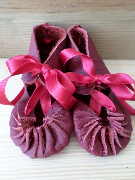 Red leather roman sandals medieval baby shoes  by AvalondesignsNL