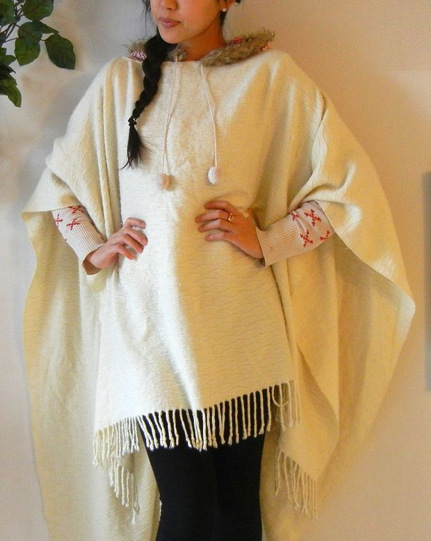 HOW TO Make a Cute Poncho Out of an Old Blanket, how to make a poncho, poncho, make a poncho, diy poncho, homemade poncho, clossette, closette, refashioned clothing,