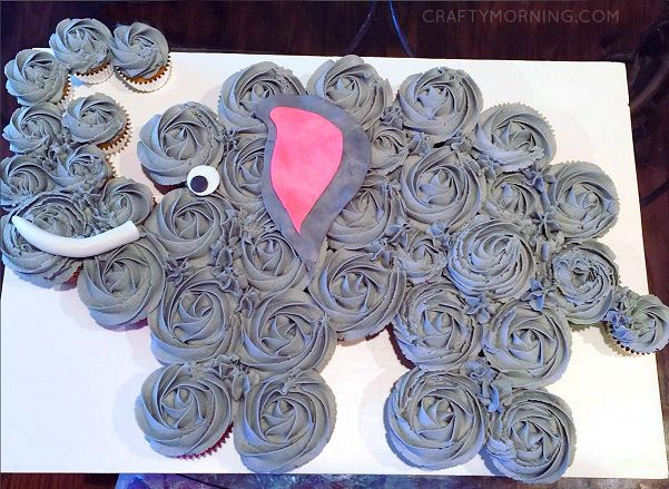 This is the cutest cupcake cake ever! A little elephant! You will need 9 mini cupcakes and 27 normal sized ones. Pipe them with grey frosting and add a fondant tusk, ear, and eye. (Made by Jaime) Here's a free elephant cupcake cake template… Check out all my other cupcake cake ideas! Make sure to …