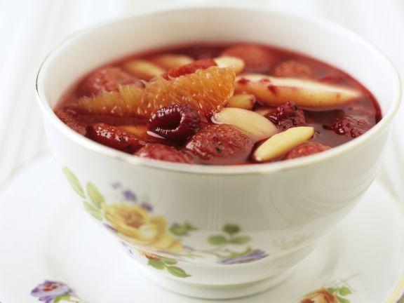 Obstsuppe ist ein Rezept mit frischen Zutaten aus der Kategorie Kaltschale. Probieren Sie dieses und weitere Rezepte von EAT SMARTER!