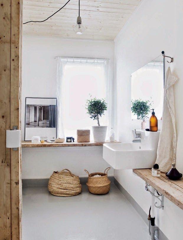 Lenceria De Baño Materiales:Wood and White Bathroom