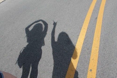 Imagen de friends, shadow, and grunge