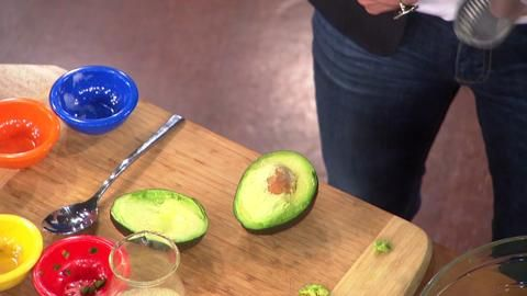 Martina McBride Shares Her Guacamole Recipe: Dr. Oz and Martina McBride get cooking in the kitchen! Plus, find out the no-mess trick to removing the pit of an avocado.