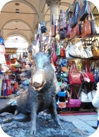 Florence Shopping - Outdoor Markets - Porcellino market