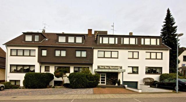Haus Kastanienhof - 3 Star #Guesthouses - $69 - #Hotels #Germany #MülheimanderRuhr http://www.justigo.us/hotels/germany/mulheim-an-der-ruhr/haus-kastanienhof_217507.html