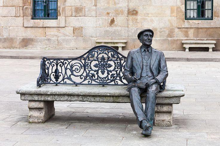 File:Estatua de Ramón Cabanillas en Cambados.jpg