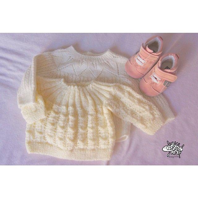 Lo que me gustan las cositas pequeñitas ...  #knitforkids #knitaddict #knitstagram #knitforfun #knittedinspiration #i_loveknitting #knitforbaby #Jentestrikk #kintforgirls #knitting