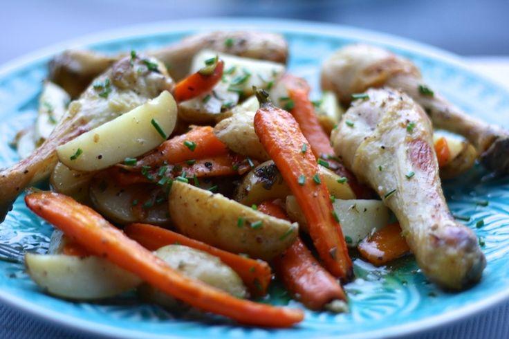 Kip en aardappeltjes uit de oven. chicken, potatoes, simpel recept, recept, recipe, simple recipe, foodblog, foodpic, foodpics, eetfoto's, mooie eetfoto's, foodporn, healthy, food, voedsel.