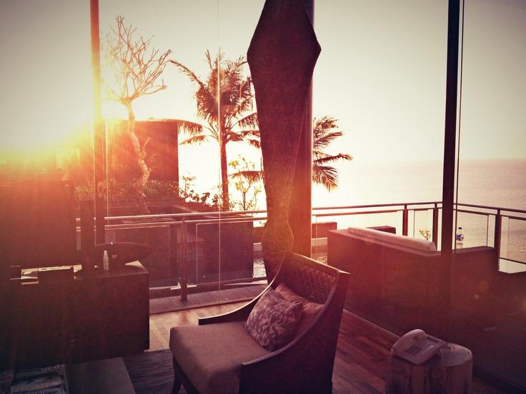 Sunset in your living room. http://biubiukamala.com/