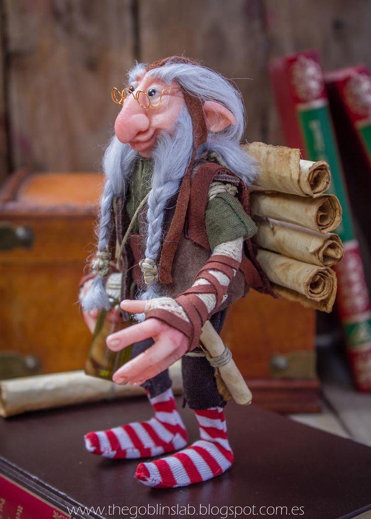 OOAK GOBLIN DOLL. Fantasy Art . Anciano Duende sabio de biblioteca. Criaturas Mágicas de Fantasía hechas a mano, por el artista plástico Moisés Espino. The Goblin´s Lab. Madrid, España. Criaturas de leyenda 100% hechas a mano y alimentadas en casa. Duendes, Hadas, Trolls, Goblins, Brownies, Fairies, Elfs, Gnomes, Pixies.... LINKS del artista: http://thegoblinslab.blogspot.com.es/ https://www.etsy.com/shop/GoblinsLab http://goblinslab.deviantart.com/