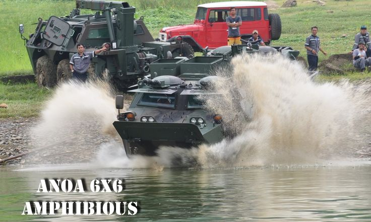 Pindad's Anoa 6x6 Amphibious Shows Maneuver on Water