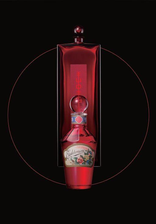 """Die ursprüngliche Verpackung von #Eudermine aus dem Jahr 1897 und ihre moderne Version aus dem Jahr 1997, die von Serge Lutens zur Feier des 100-jährigen Jubiläums entworfen wurde. Diese seit langer Zeit beliebte Essenz wurde ursprünglich als """"Shiseido's Red #Water"""" bekannt. Eudermine, was im Griechischen """"gute Haut"""" bedeutet, hat, wie der Name bereits verrät, seit über einem Jahrhundert eine simple Philosophie. The power of #red"""
