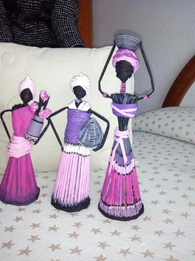 Africanas con papel de revistas. https://www.facebook.com/El-rinc%C3%B3n-de-Urnila-216182275450935/
