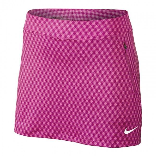 Falda Nike Golf Gingham Flight Ladies.. Falda pantalón Nike Golf para mujeres, con cintura elástica ajustable y diseñado con la tecnología Dri-Fit, para mantenerla seca y cómoda mientras juega a golf. Falda ligera y muy cómoda con short interior. Fabricada con Polyester y Spandex.
