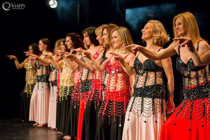la schiera delle nostre #odalische emozionate, sul palco! w la #danzadelventre a Spazio Aries ! http://www.spazioaries.it/Upload/DynaPages/danza-orientale.php
