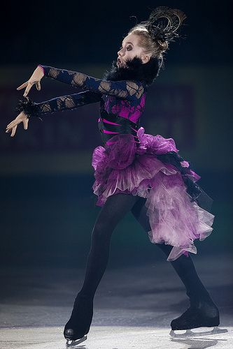 This is just an AWESOME/FUNNY Picture!!!!!!!She is just an AMAZING skater!!!!!!!