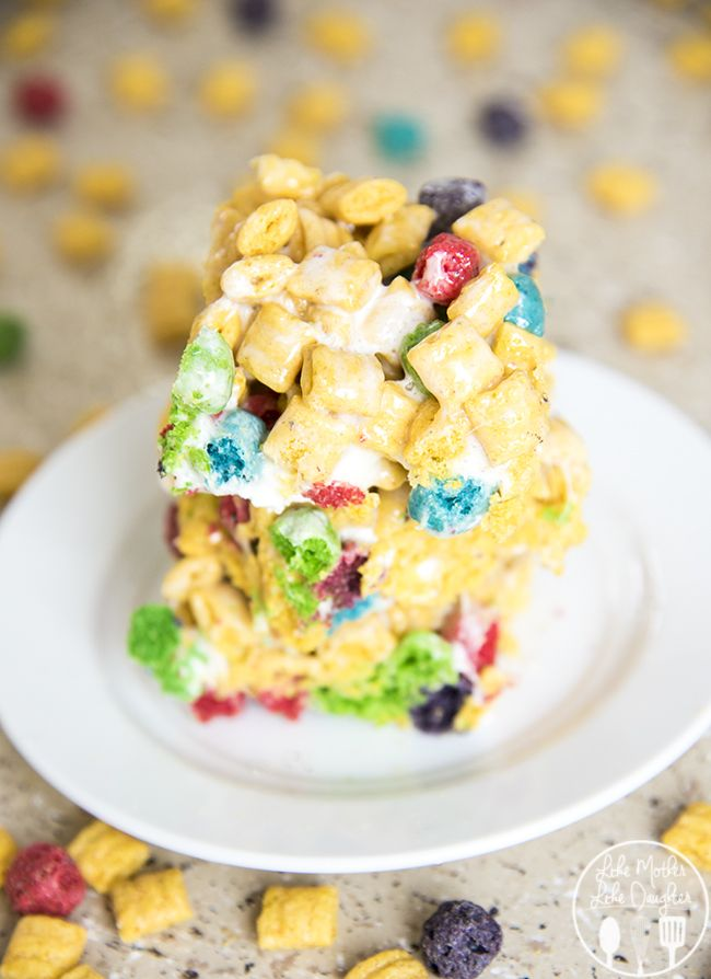 Cap'n Crunch Berries Marshmallow Krispies - these marshmallow treats might just be even better than they're rice krispie cereal counterpart. Gooey and marshmallowy and so delicious. A great afternoon snack or treat!