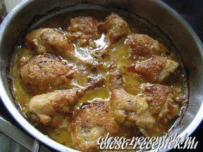 Hozzávalók: 6 db csirkecomb 2 fej vöröshagyma 2,5 dl fehérbor 2 evőkanál mustár 1 csokor petrezselyem 2 kiskanál főzőtejszín 3 gerezd fokhagyma só, frissen