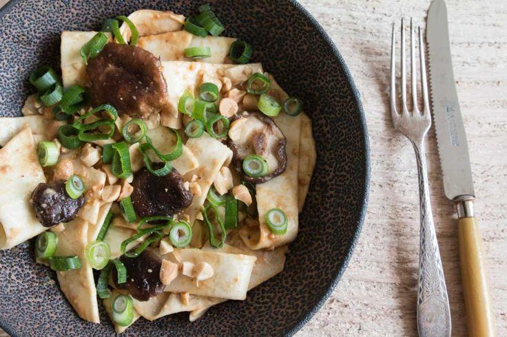 Selleriesalat mit Shitake-Pilzen und Erdnüssen