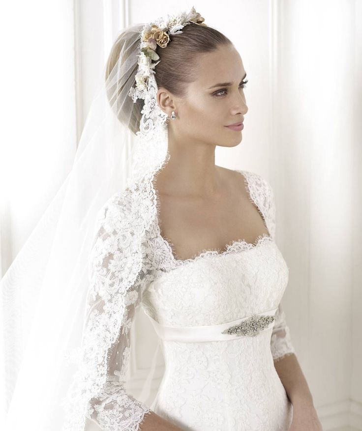A legújabb 2015-ös Pronovias esküvői ruha kollekció legnagyobb kínálatával várjuk kedves menyasszonyainkat, amelyben az álomszép Brandie menyasszonyi ruha is megtalálható kedvezményes áron esküvői ruha szalon!